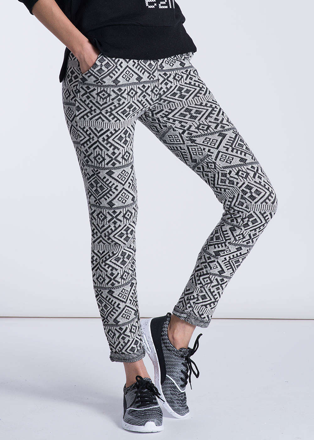 eight2nine damen sweatpant 2 taschen kordelzug graphical muster weiss schwarz ebay. Black Bedroom Furniture Sets. Home Design Ideas