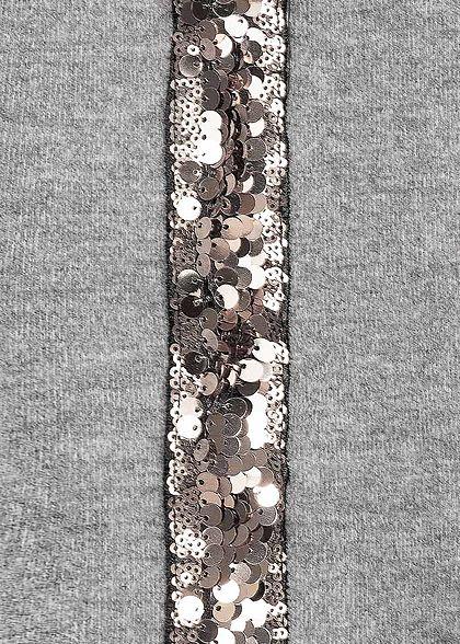 Styleboom Fashion Damen Soft-Touch V-Neck Pailletten Kleid hell grau