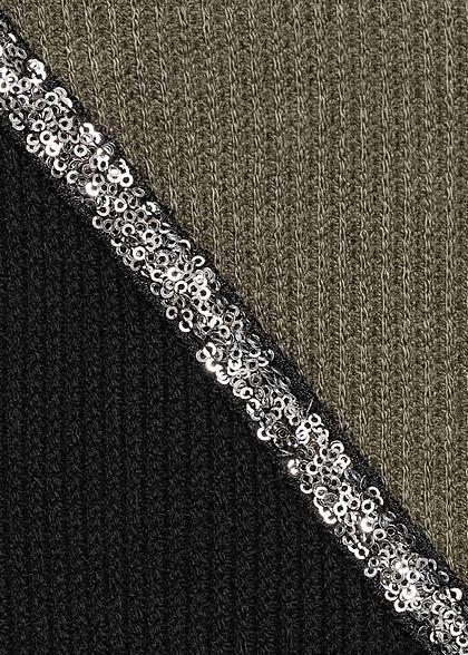 Styleboom Fashion Damen Ribbed 2-Tone Pullover Pailletten olive schwarz