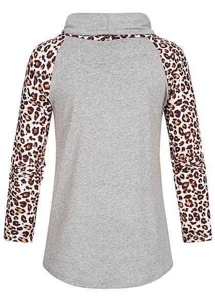 Styleboom Fashion Damen Schalkragen Longsleeve Leo Print hell grau beige