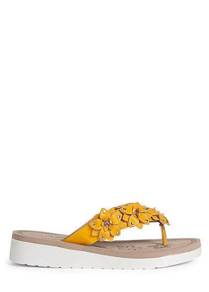 Seventyseven Lifestyle Damen Schuh Sandale Zehensteg Deko Blumen gelb