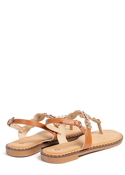 Seventyseven Lifestyle Damen Schuh Zehensteg Sandale Deko Plättchen vorne camel braun